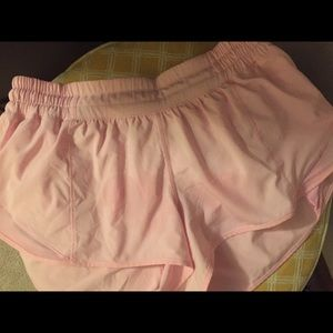 """Lululemon Hotty Hot shorts 2.5 """" seam size 8"""